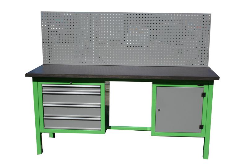 S/W/1/09 – Stół warsztatowy  z kratownicą i szafkami;
