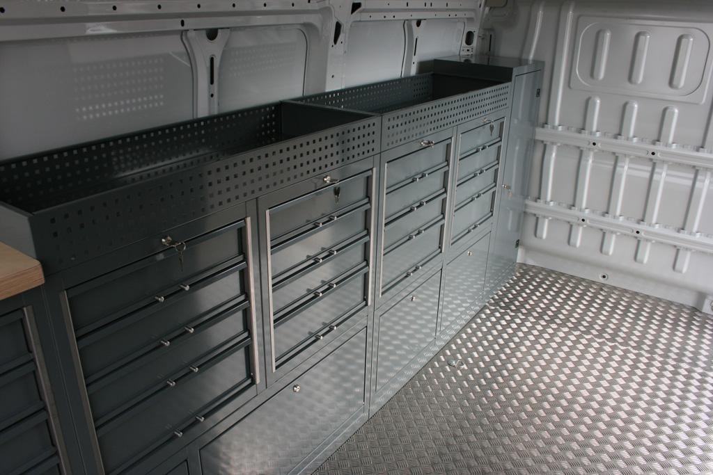 Zabudowa pojazdu serwisowego marki Volkswagen Crafter L2H2: