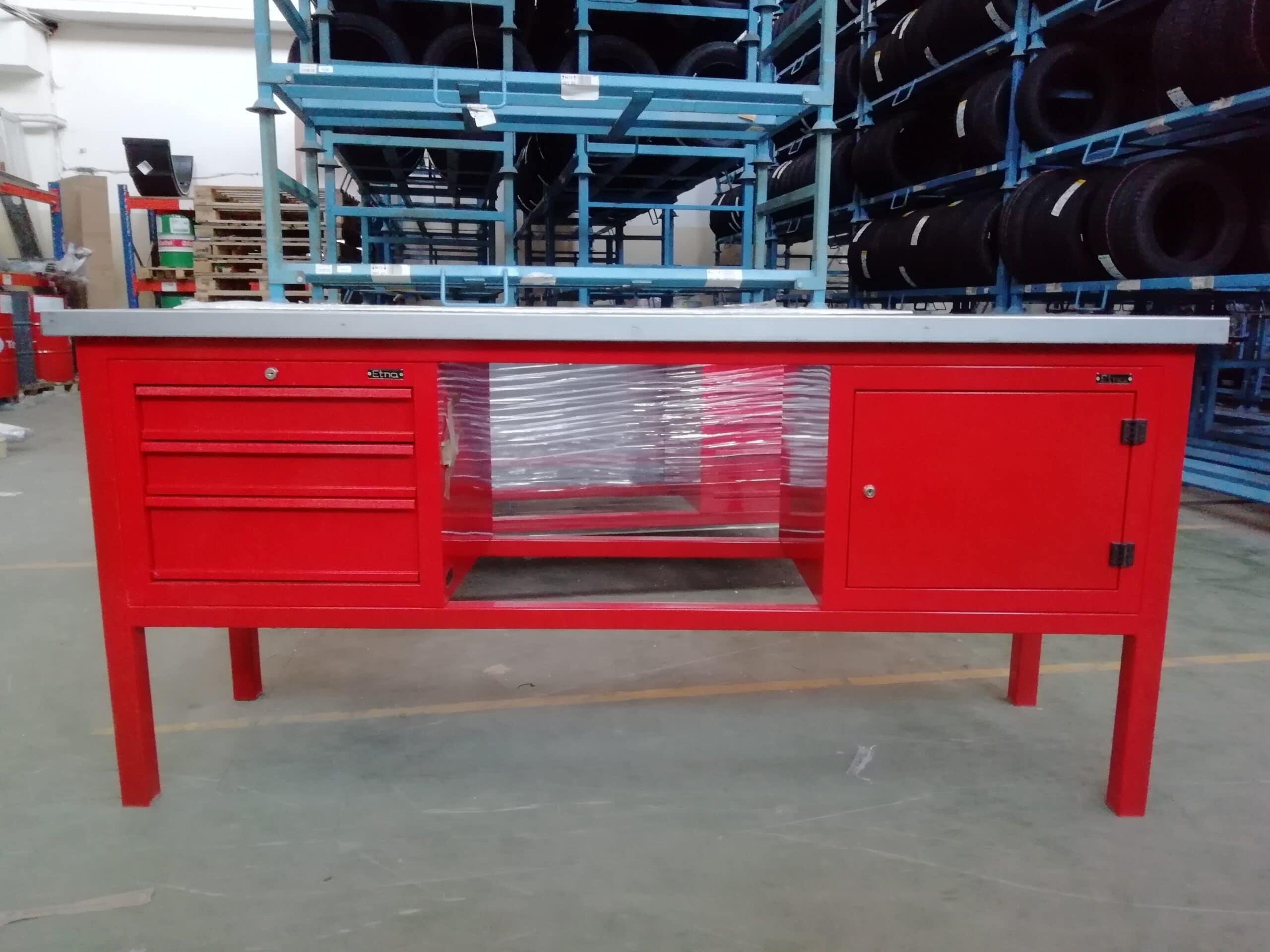 Stół warsztatowy – z dwiema szafkami (3-szufladowa + szafka z drzwiczkami)